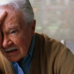 Los hombres ancianos también son maltratados
